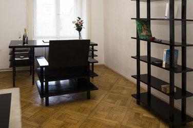 Studeekamer met minimalistisch interieur